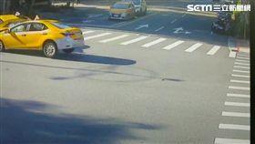 台北市,車禍,計程車,考試,對撞,受困