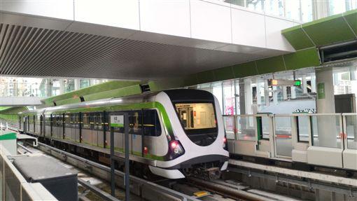 台中捷運綠線採無人自動駕駛系統,7月初開始模擬實際營運班表,日前通過關鍵關卡,成功完成連續7天的試營運驗證,預計明年底前全線營運通車。