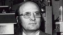 諾貝爾物理獎得主約翰·施里弗。(圖/翻攝自維基百科)