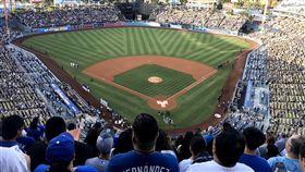 道奇球場發表31億元改造計畫美國職棒洛杉磯道奇23日宣布1億美元(約新台幣31億元)的外野改造計畫,設置約2500坪的露天廣場與電梯、空橋環形連接所有看台。(資料照片)中央社記者林宏翰洛杉磯攝 108年7月24日