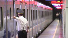 圖/三立新聞網,等火車,台鐵