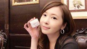 Makiyo自豪自己引進的大麻保養品是台灣第一家合法進口的產品。(圖/翻攝自臉書)