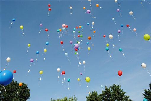 越南全國各校通常於每年9月初舉行開學典禮,慶祝新學年開始,典禮現場除了以彩色氣球裝飾外,還設有放氣球儀式,希望氣球帶著學生的夢想飛上藍天。(示意圖/圖取自Pixabay圖庫)