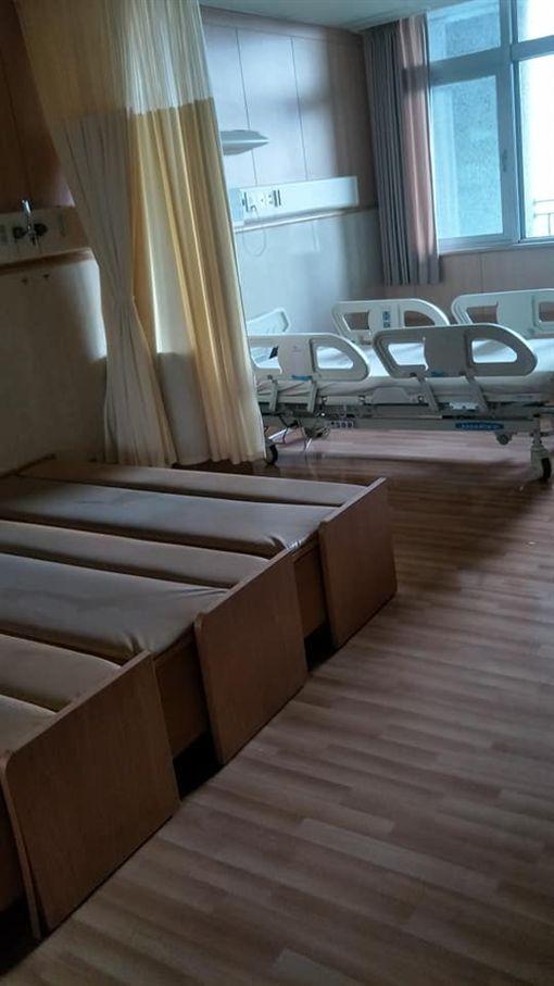 醫院,施工,病床,兼職,睡覺(圖/翻攝自靈異公社)