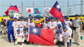 ▲新竹縣關西國小代表中華隊摘下IBA世界軟式少棒賽冠軍。(圖/學生棒球聯盟提供)