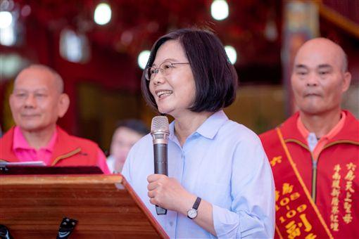 蔡英文總統29日下午到雲林參拜「六房媽」。(圖/總統府提供)