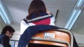日本,裙子,高中女,同學,學生,椅子,丁字褲,水手服,誘惑,暗示,2ch 圖/翻攝自2ch