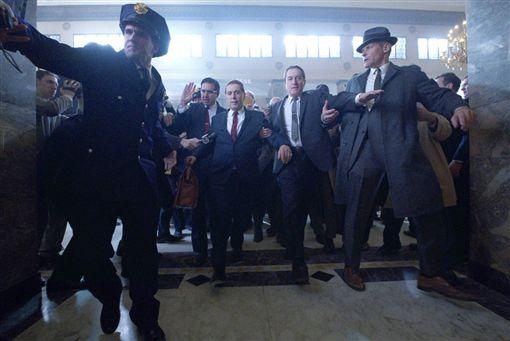 名導馬丁史柯西斯睽違3年的新作「愛爾蘭殺手」獲選9月登場的紐約影展開幕片。圖為「愛爾蘭殺手」劇照。(圖取自twitter.com/NetflixFilm)