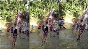 夏天到了,許多民眾都會到海邊或是溪邊玩水消暑,但這個時候就要特別小心意外發生。一名美國籍遊客日前到西班牙的戈札蘭迪亞河(Gozalandia River)遊玩時,看到一處壯麗瀑布,他竟一時興起想玩跳水,於是爬到瀑布頂端,縱身一躍而下,但他沒預料到,其實瀑布下方的水深並不高,所以他在重力加速度的情況下,整個人宛如墜樓般掉到河裡,當場頭破血流、不幸喪命。(圖/翻攝自Live Leak)