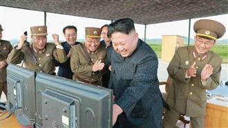 警告美韓軍演 金正恩視察飛彈試射