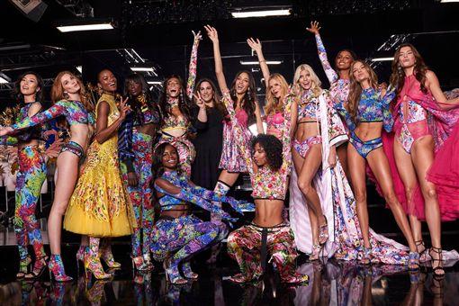 Victoria's Secret時尚秀。圖翻攝自Victoria's Secret臉書