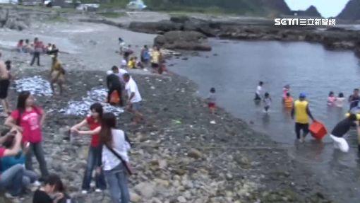 蘭嶼遊客穿「比基尼」戲水 居民:褻瀆飛魚祭場