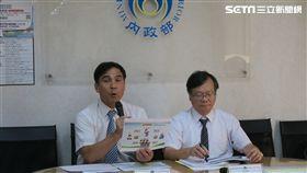 內政部民政司林清淇(左)說明政治獻金「4個小撇步」。(圖/記者盧素梅攝)