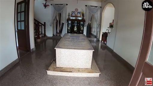 越南,石棺,Tomb Villa,癌症,豪宅(圖/翻攝自Đủ Thứ Chuyện YouTube)