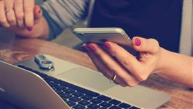 打電話、傳簡訊、失聯、曖昧、訊息/pixabay