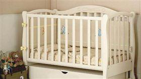 嬰兒床(圖/PIXABAY)