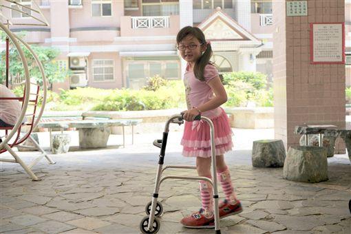 天生性下足癱,癱瘓,女童,沛沛,簡沛儀(記者郭奕均攝影) ID-2049396