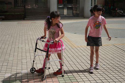 天生性下足癱,癱瘓,女童,沛沛,簡沛儀(記者郭奕均攝影) ID-2049397