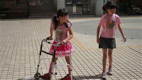 天生性下足癱,癱瘓,女童,沛沛,簡沛儀(記者郭奕均攝影)