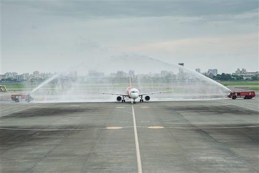 Airasia。