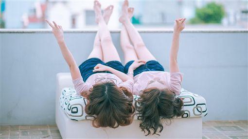 雙胞胎,OL,姊妹,激情,滾床單,性愛,欺騙,,夜店,Dcard,親情, 圖/翻攝自Pixabay https://parg.co/t5w