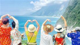 陸客 大陸人 花東遊 觀光 風景區 遊客 海邊 love 猴子 獼猴 餵食