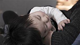 顧小孩、保母、睡覺(圖/Pixabay)