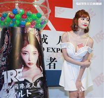 暗黑潮流女王明日花綺羅以JVID代言人身分出席TRE台北國際成人展。(記者邱榮吉/攝影)
