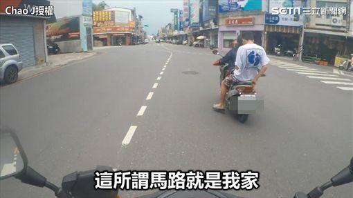 騎士未戴安全帽且不打方向燈。(圖/朝朝臉書授權)