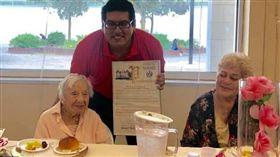 美國,長壽,養生,人瑞,單身,結婚,107歲。(圖/翻攝自臉書)