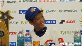 ▲職棒前投手郭勇志兒子郭宸安入選U12世界盃,賽後受訪展露笑容。(圖/記者蕭保祥攝影)