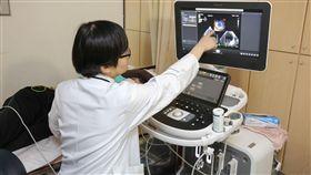 新光醫院心臟內科醫師王子林說明,不少病人會因為心室內血栓導致再次中風及再次心肌梗塞。(圖/新光醫院提供)