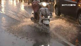 韓視察淹水2400