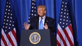川普:美日安保條約對美不公平 須修訂20國集團(G20)峰會29日閉幕,美國總統川普在大阪市召開會後記者會,媒體問到是否考慮退出美日安保條約問題時,他說,美日安保條約對美國不公布,必須修訂,但完全沒打算要退出。中央社記者楊明珠大阪攝 108年6月29日