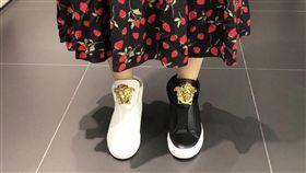 鞋子黑白穿。(圖/民眾提供)