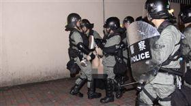 香港,反送中,裙子,警察,下體(圖/翻攝自臉書香港突發事故報料區)