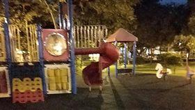 和兒子公園玩捉迷藏…突喊「阿公坐坐」(圖/翻攝自靈異公社)