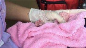 泰國,女嬰,24指(圖/翻攝自推特)