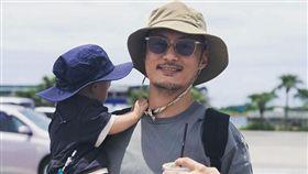 余文樂跟1歲兒子。IG