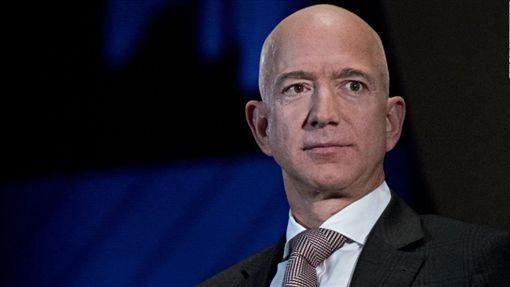 亞馬遜公司執行長貝佐斯(Jeff Bezos)。(圖/翻攝自@cnnbrk推特)