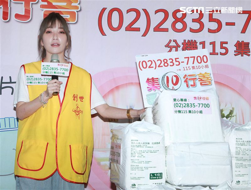 許維恩出席創世基金會卸下女神光環挑戰30秒包尿布,呼籲大眾為植物人捐尿布。(記者邱榮吉/攝影)