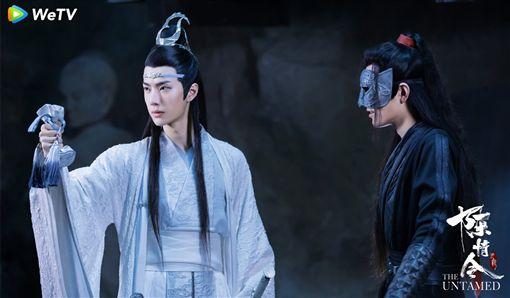王一博(左)肖戰戲裡戲外互動密切。(圖:WeTV提供)