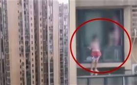 中國大陸,女童站在24樓高窗戶外跳舞(圖/翻攝自新聞晨報)