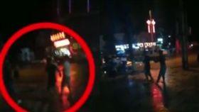 15年前被打一巴掌! 男吃宵夜「遇到老師」狂追一整街報仇(圖/翻攝自北京青年報)