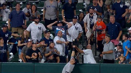 ▲塔克曼(Mike Tauchman)敲全壘打、沒收對手全壘打。(圖/翻攝自MLB官網)