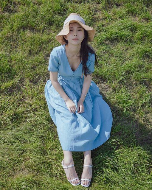 雞排妹(鄭家純)/日本牧場/草原/臉書