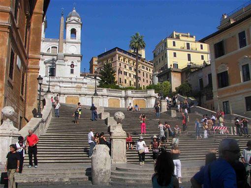 義大利,羅馬,西班牙階梯,禁止,席地而坐(圖/維基共享資源;作者:Benreis,CC BY-SA 3.0)