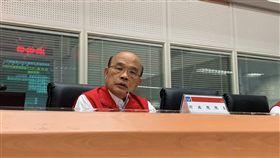 行政院長蘇貞昌8日赴中央災害應變中心瞭解地震及颱風整備情形。(圖/行政院提供)