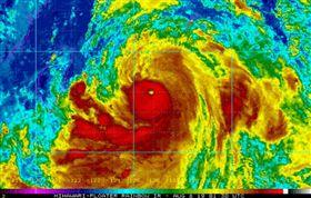 強颱利奇馬!CNN提醒「恐變超級颱風」 將掃琉球撲台灣(圖/翻攝自Steve Bowen推特)