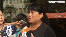 紙風車基金會副執行長張敏宜與律師赴北檢,對葉慶元提告妨害名譽。(圖/記者楊佩琪攝)